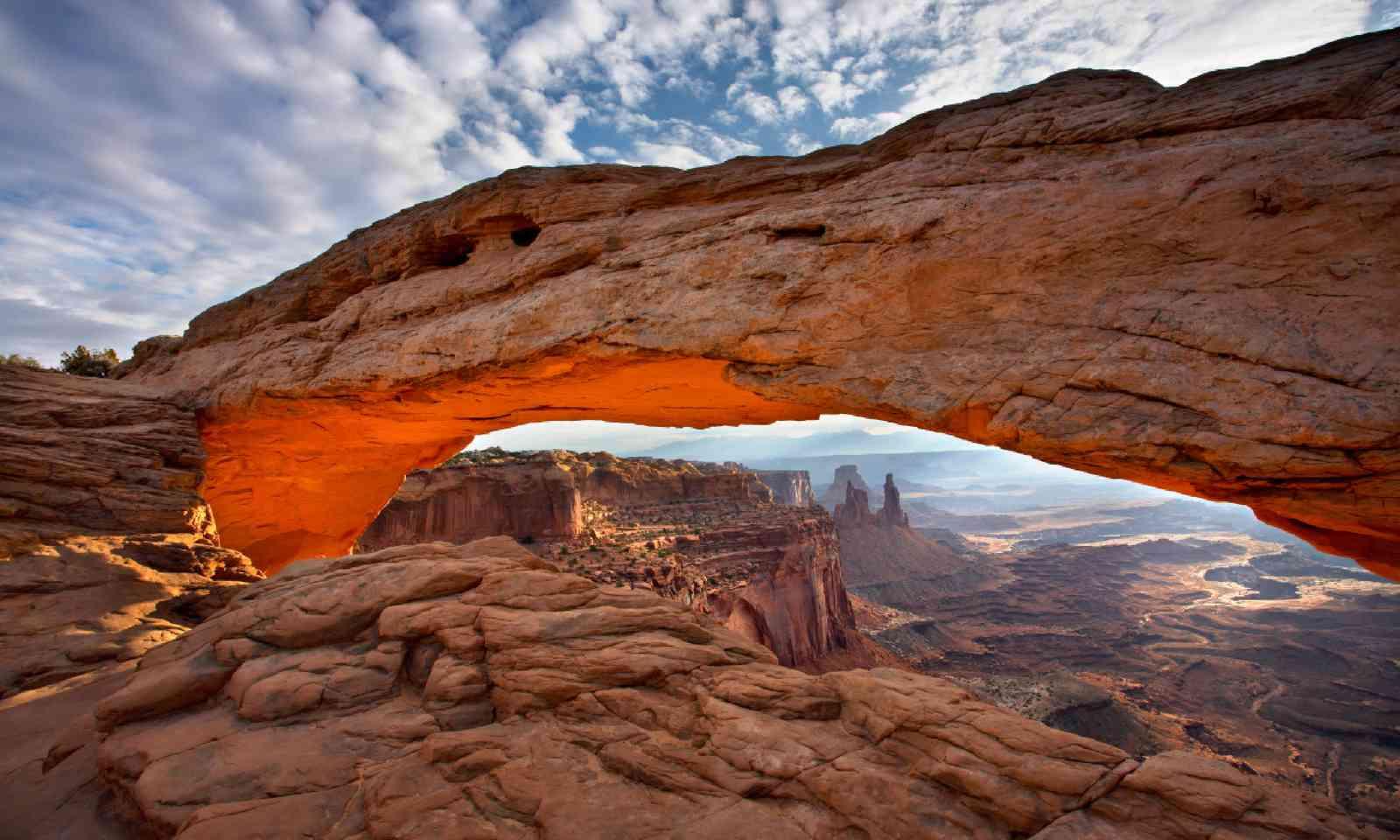 Mesa Arch (Shutterstock)