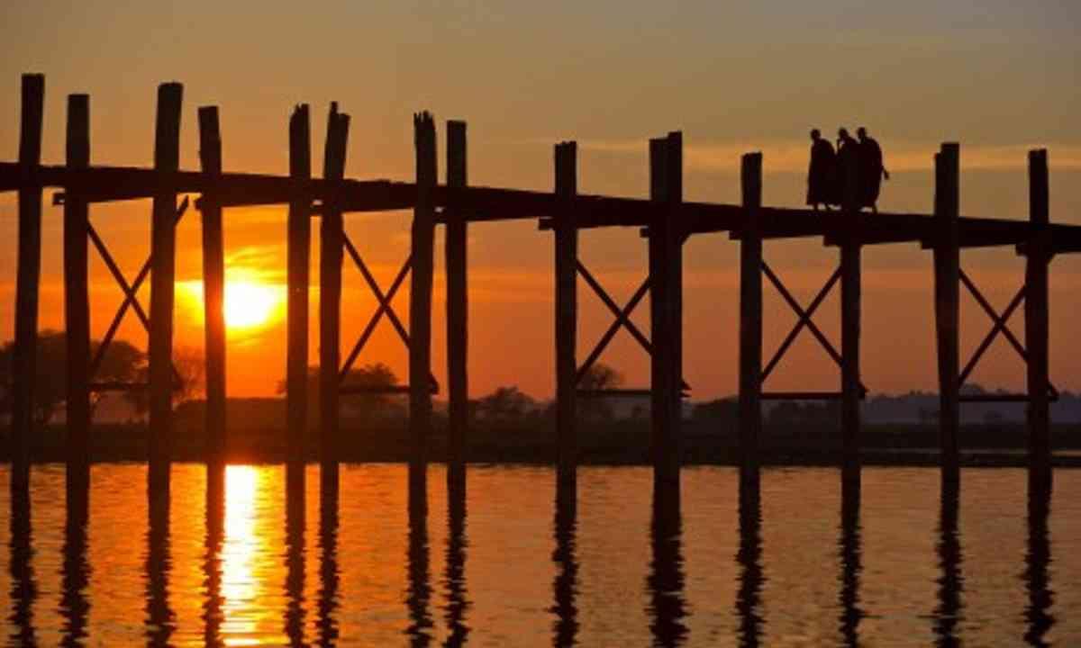 Burmese Bridge at sunset (Wanderlust)