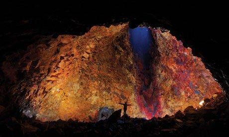 Inside an Icelandic volcano (Clare Wilson)