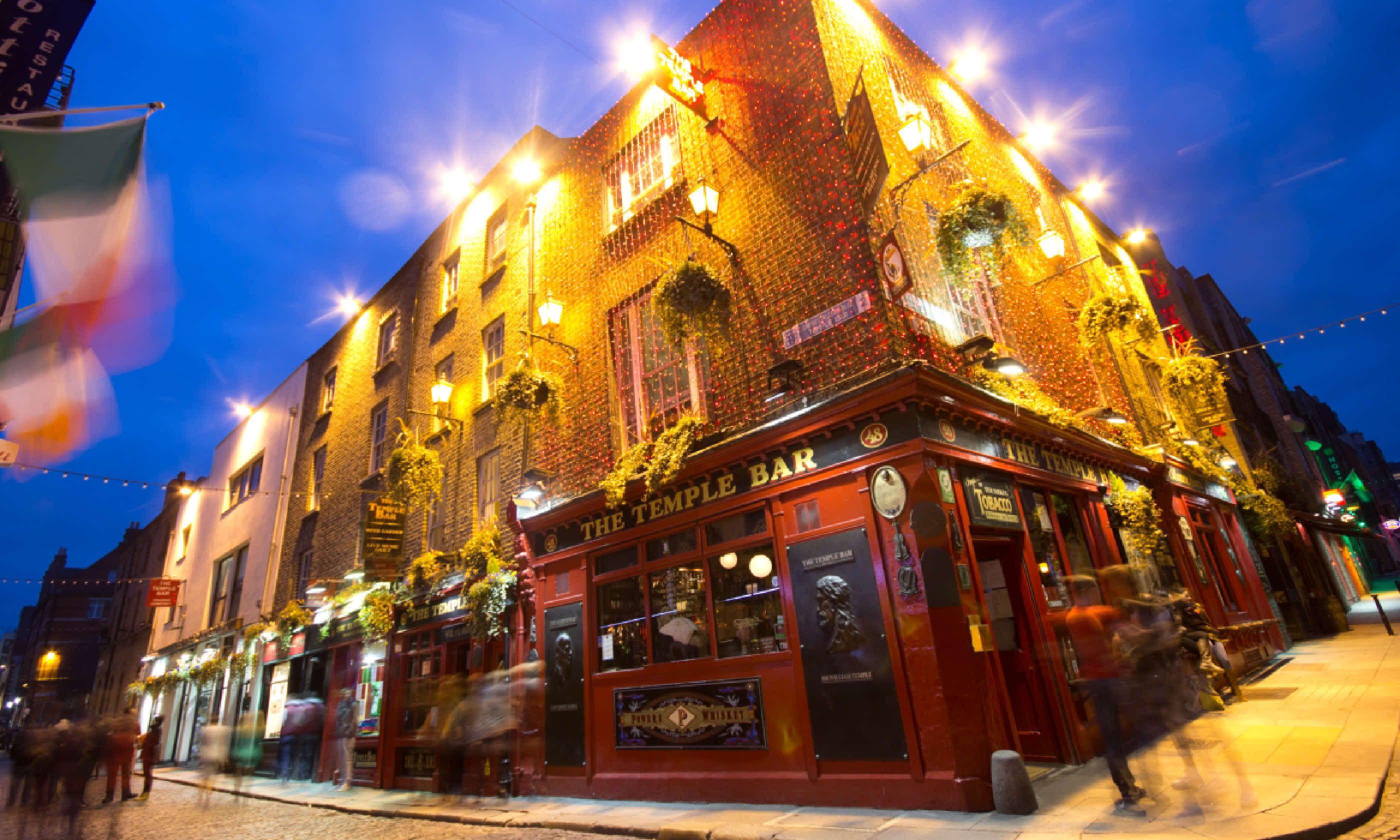 Night street scene in the Dublin