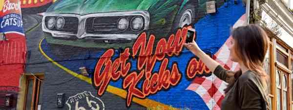 Route 66 mural, London (www.enjoyillinois.com. See main credit below)