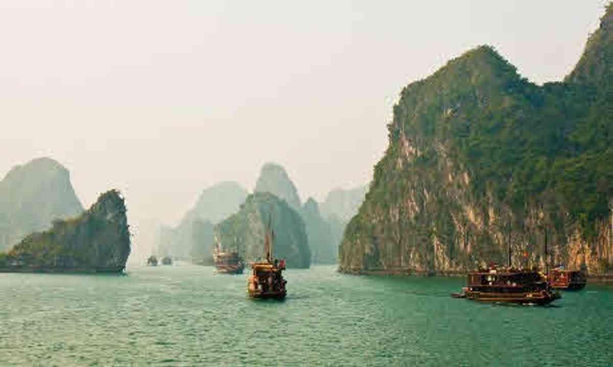 Halong Bay (Wanderlust)