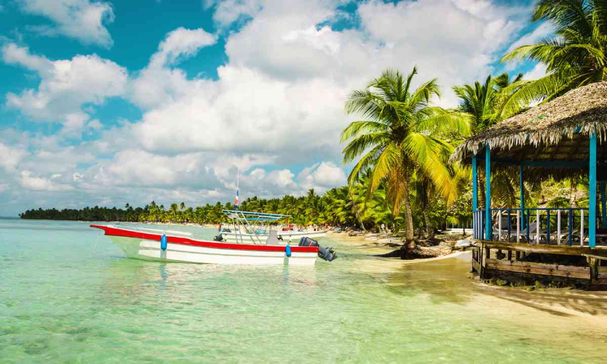 Moored boat, Haiti (Shutterstock)