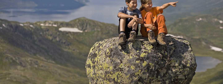 Kids sitting on a rock (Dreamstime)