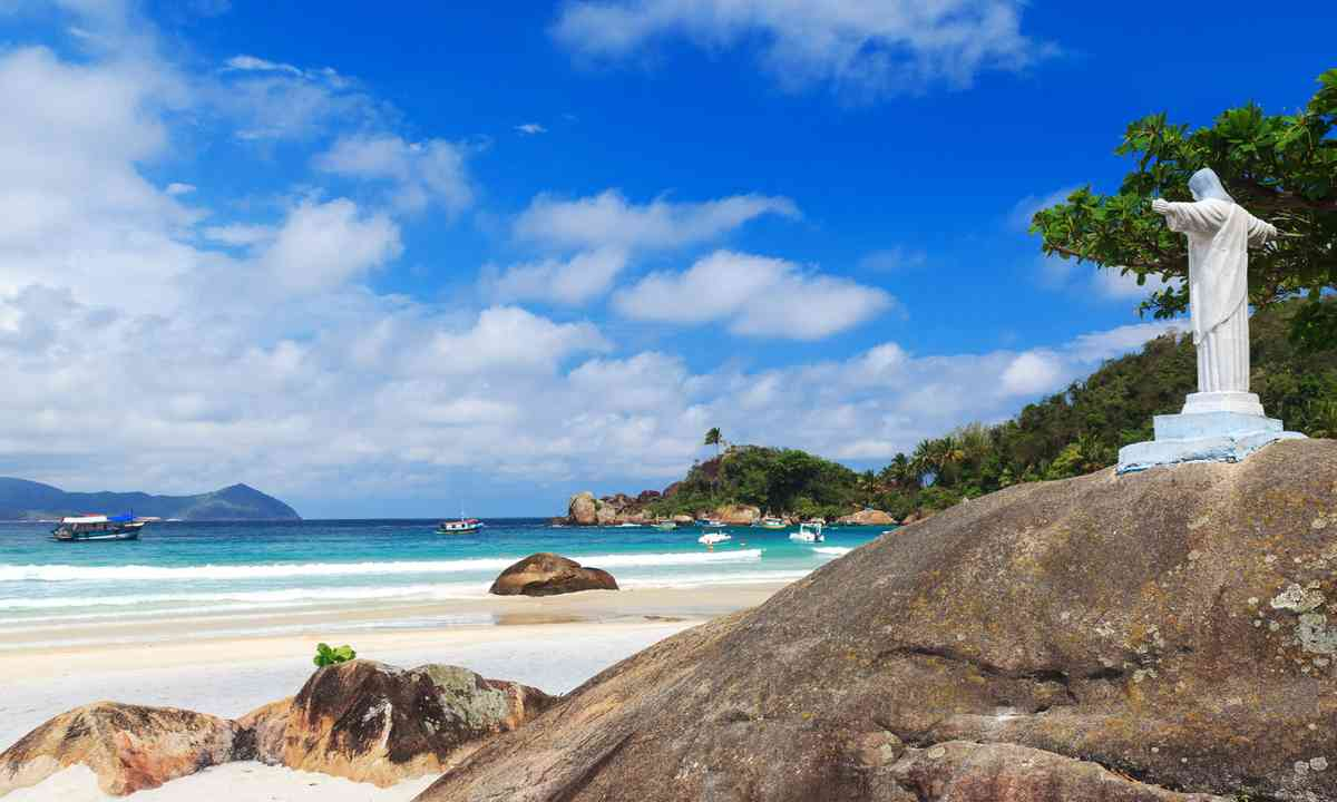 Brazilian beach (Shutterstock)