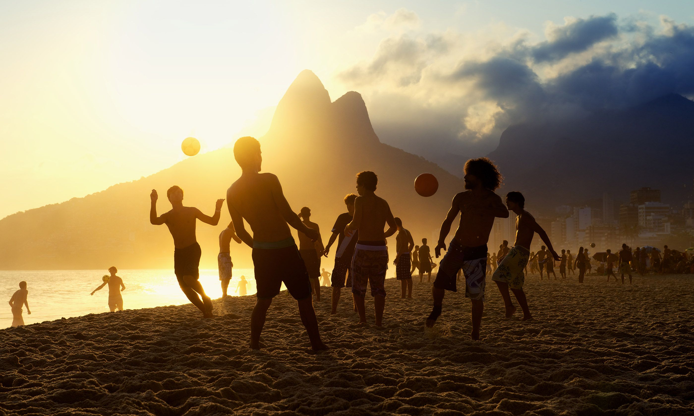 Beach football (Shutterstock)