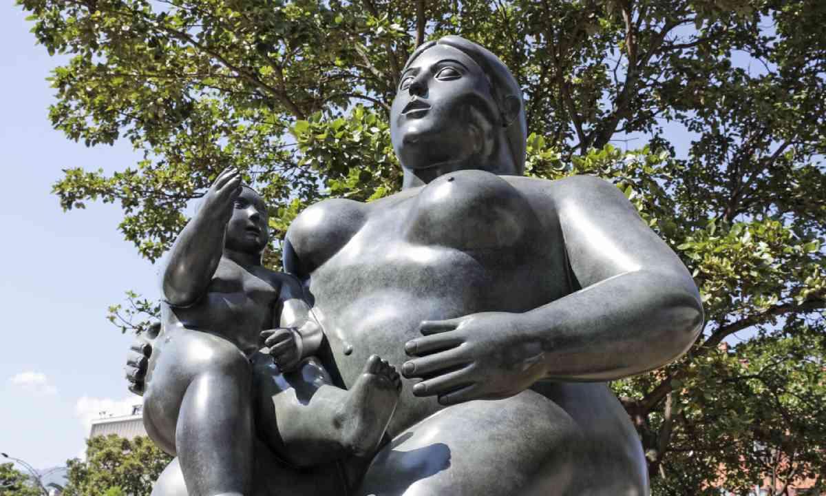 'Maternity' statue, Botero Square (Shutterstock)