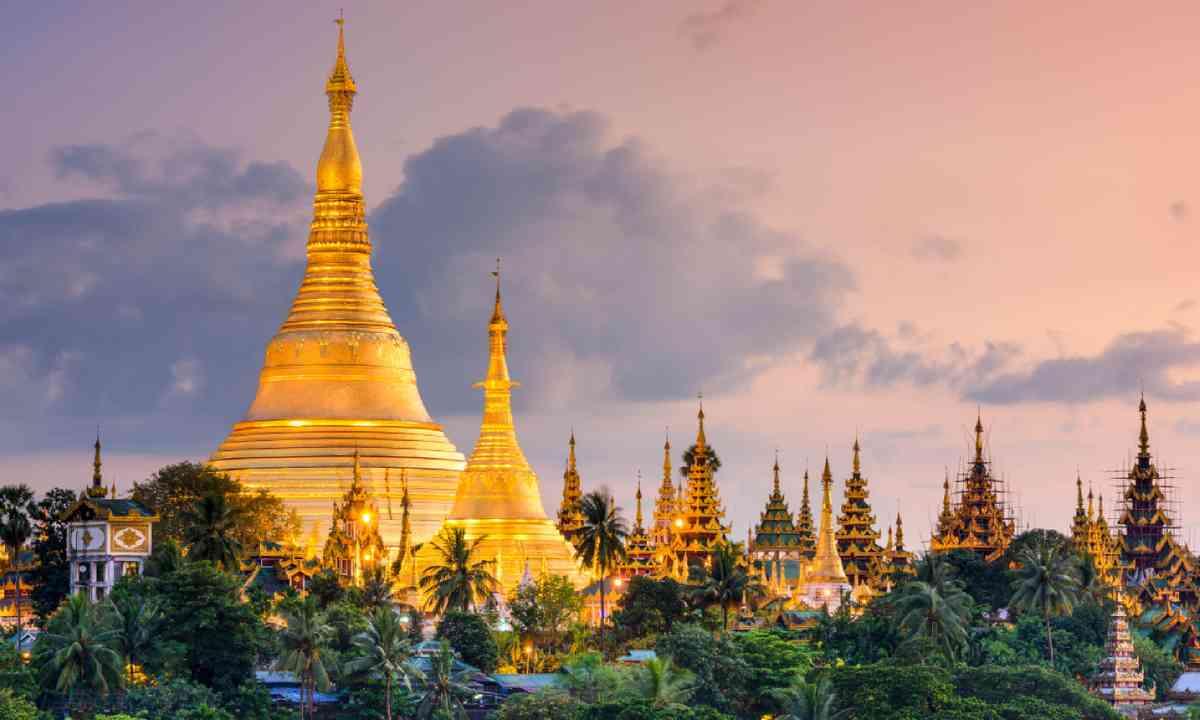 Shwedagon Pagoda at dusk (Shutterstock)