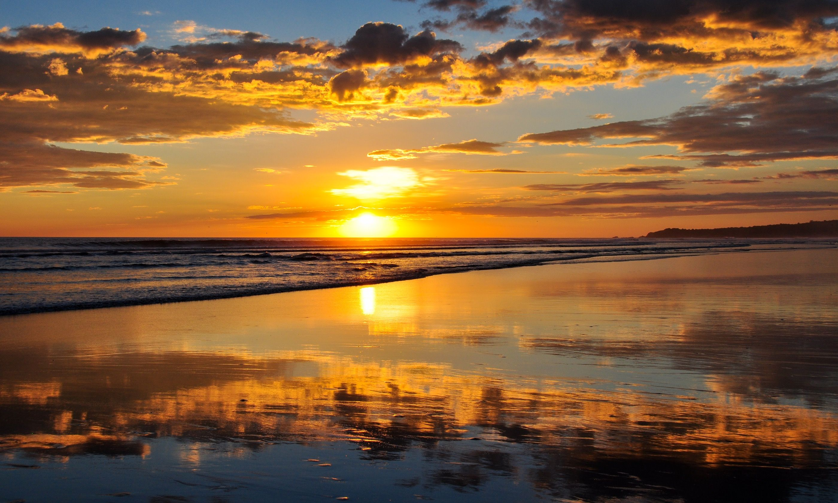 Sunset at Playa El Cuco, El Salvador (Dreamstime)