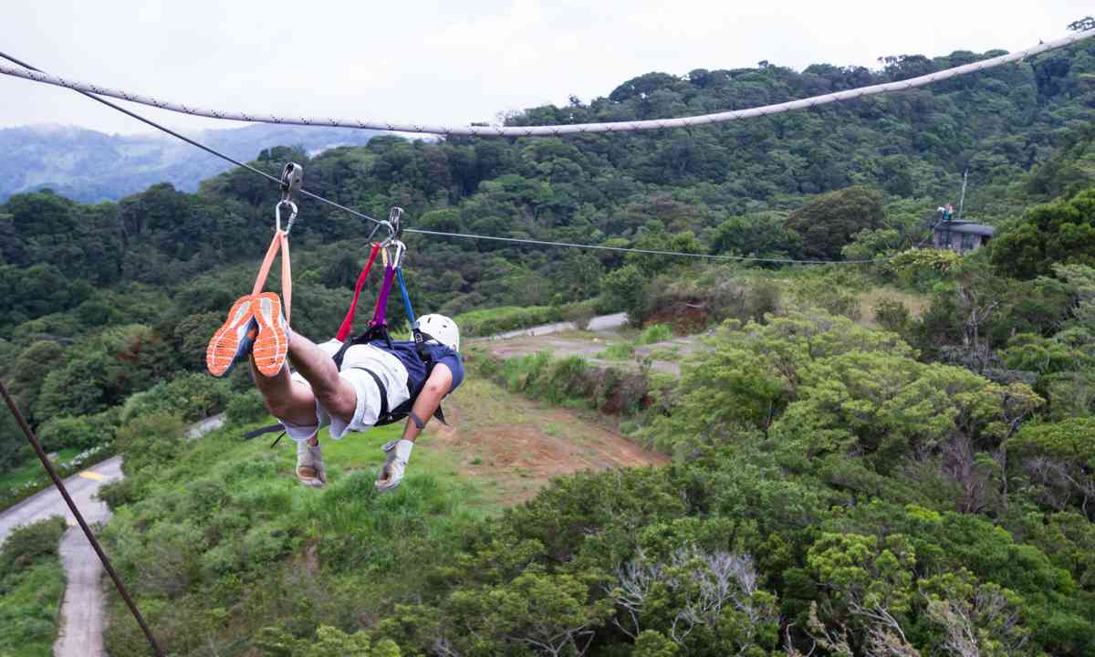 Ziplining in Costa Rica (Dreamstime)