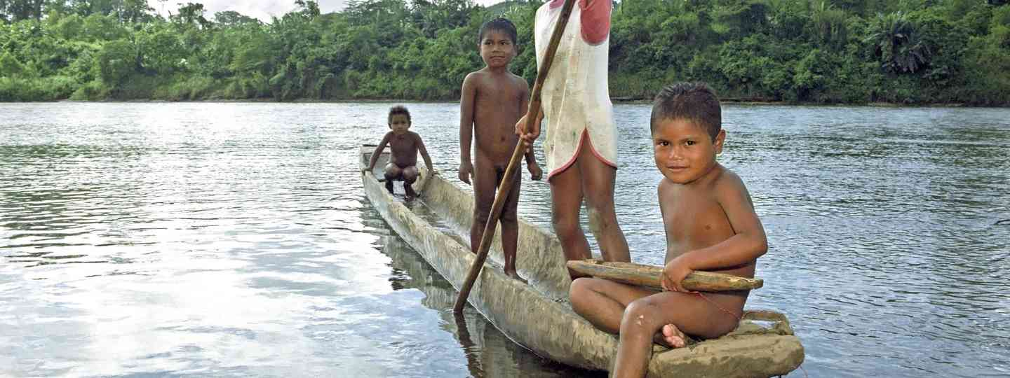 Kids on the Coco River in Nicaragua (Dreamstime)