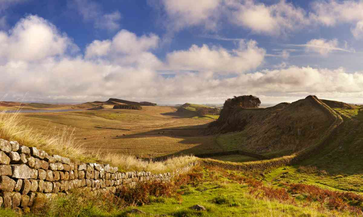 Hadrian's Wall near Housestead (Dreamstime)