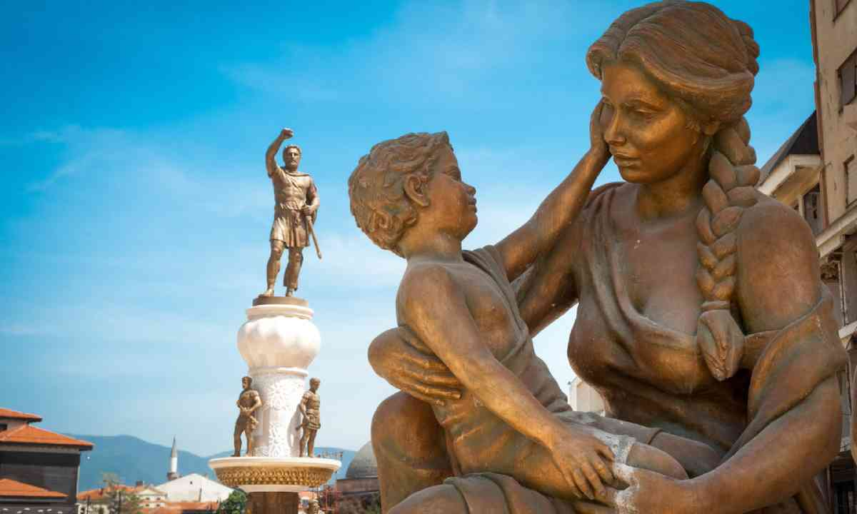 Statue of Mother & Son and Alexander the Great, Skopje (Shutterstock)
