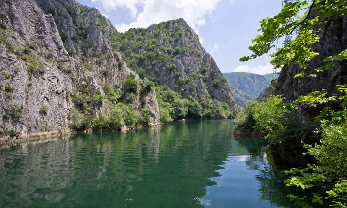 Lake in Canyon Matka (Shutterstock)