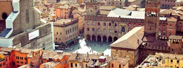 Bologna vista from Asinelli tower (Shutterstock: see credit below)