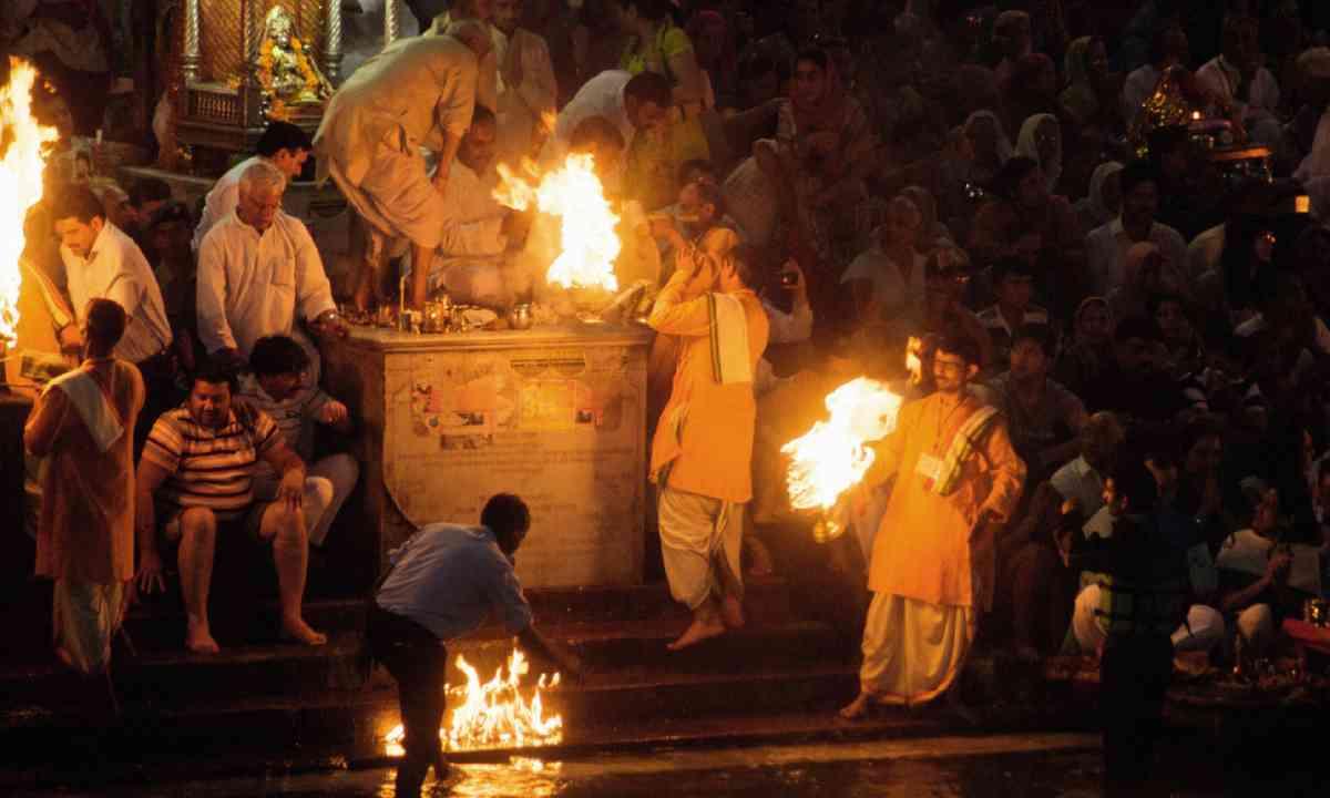 Arati ceremony at the Har ki Pauri ghat (Mark Stratton)