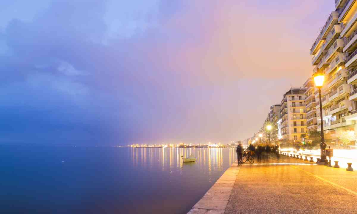 Thessaloniki city by night (Shutterstock)