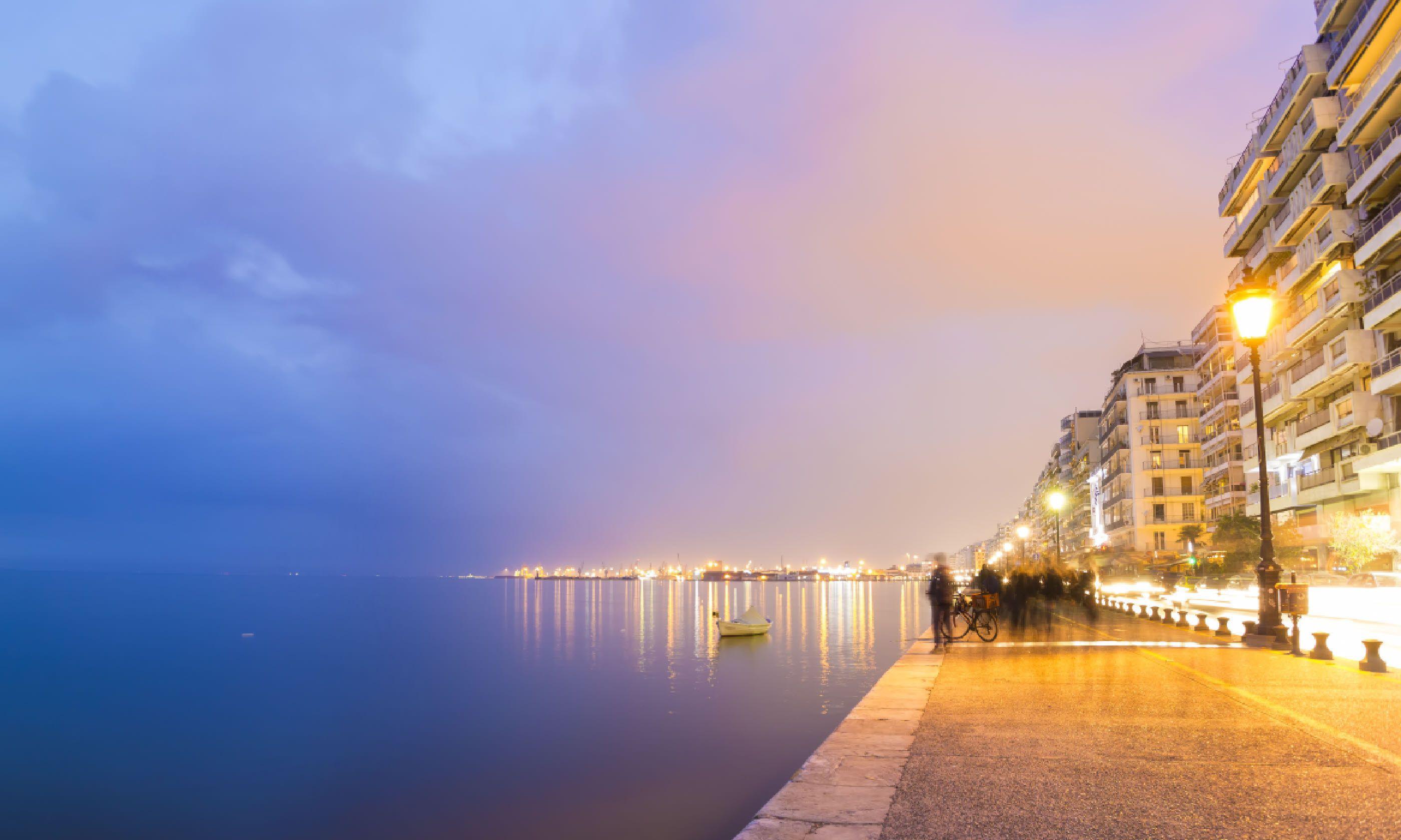 Thessaloniki city by night (Shutterstock)
