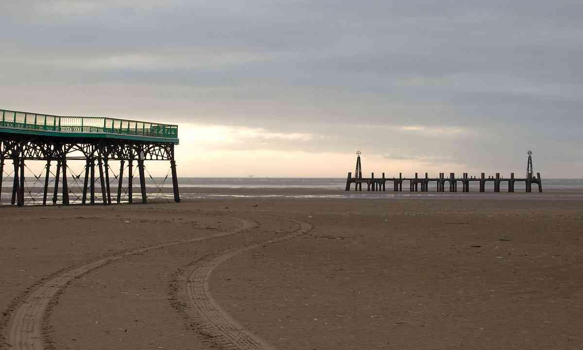Lytham St Annes (Tim Phillips – British Seaside Piers)