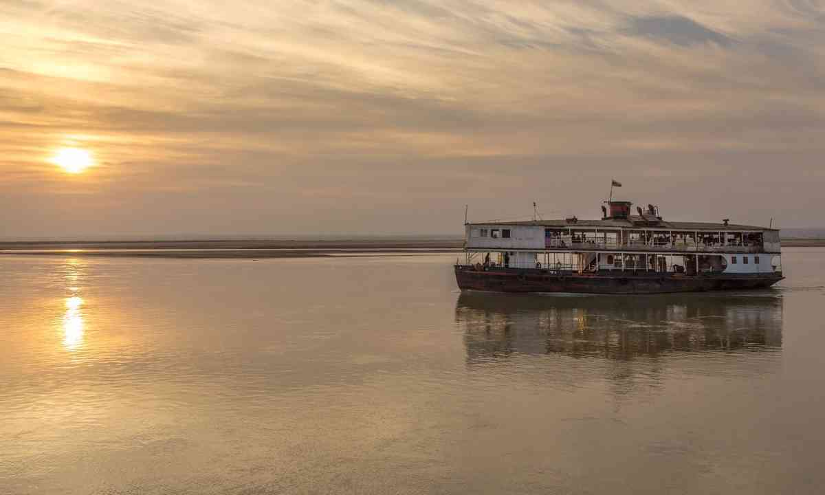 Old river boat in Burma (Dreamstime)