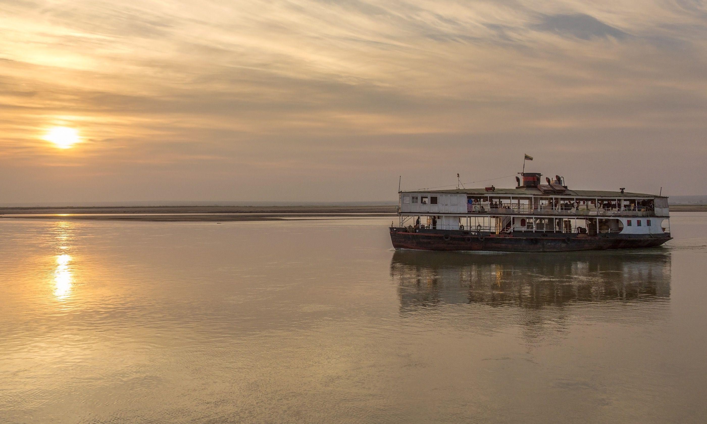 Old river boat in Burma (Dreamstime)