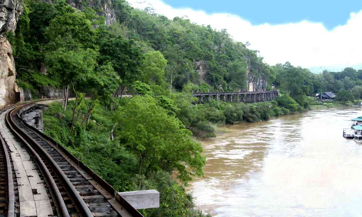 Thai-Burma railway beside the River Kwai (Dreamstime)