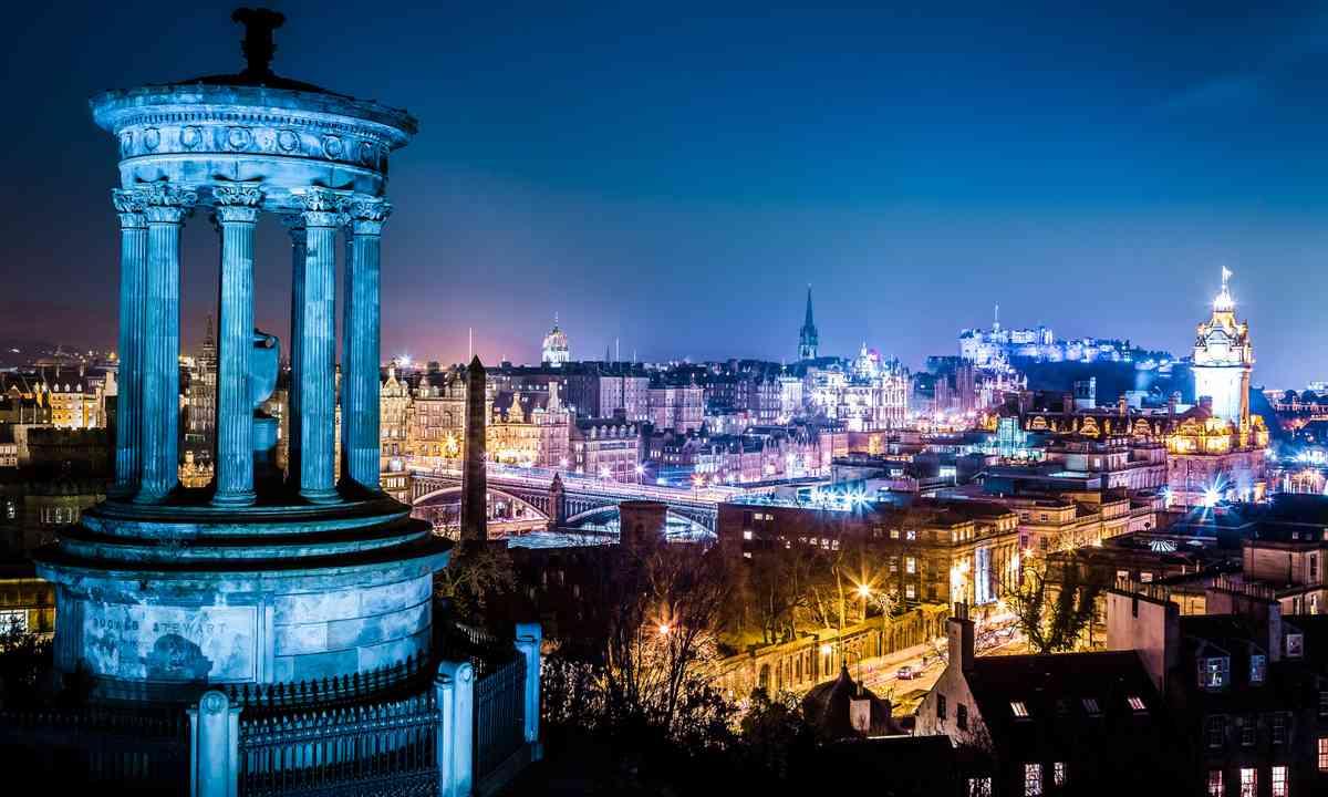 Edinburgh at night (Shutterstock.com)