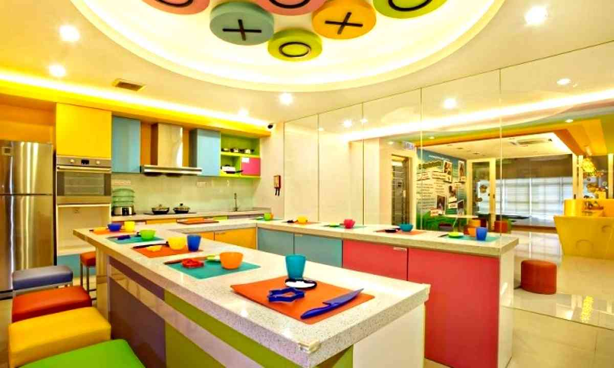 Colourful kitchen (Dreamstime)