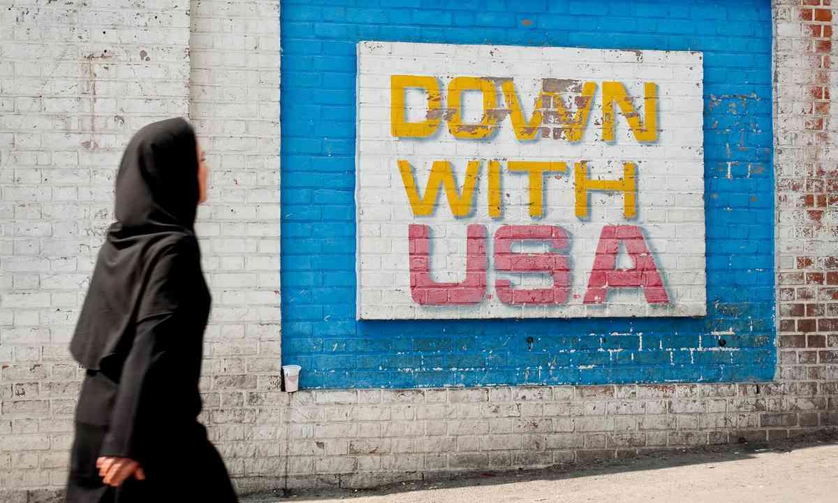 Anti-American mural in Tehran (Dreamstime)