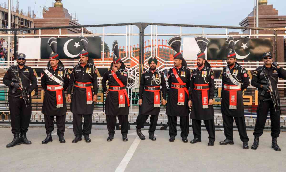 Pakistan Security Forces in front of Pakistan/India Border (Dreamstime)