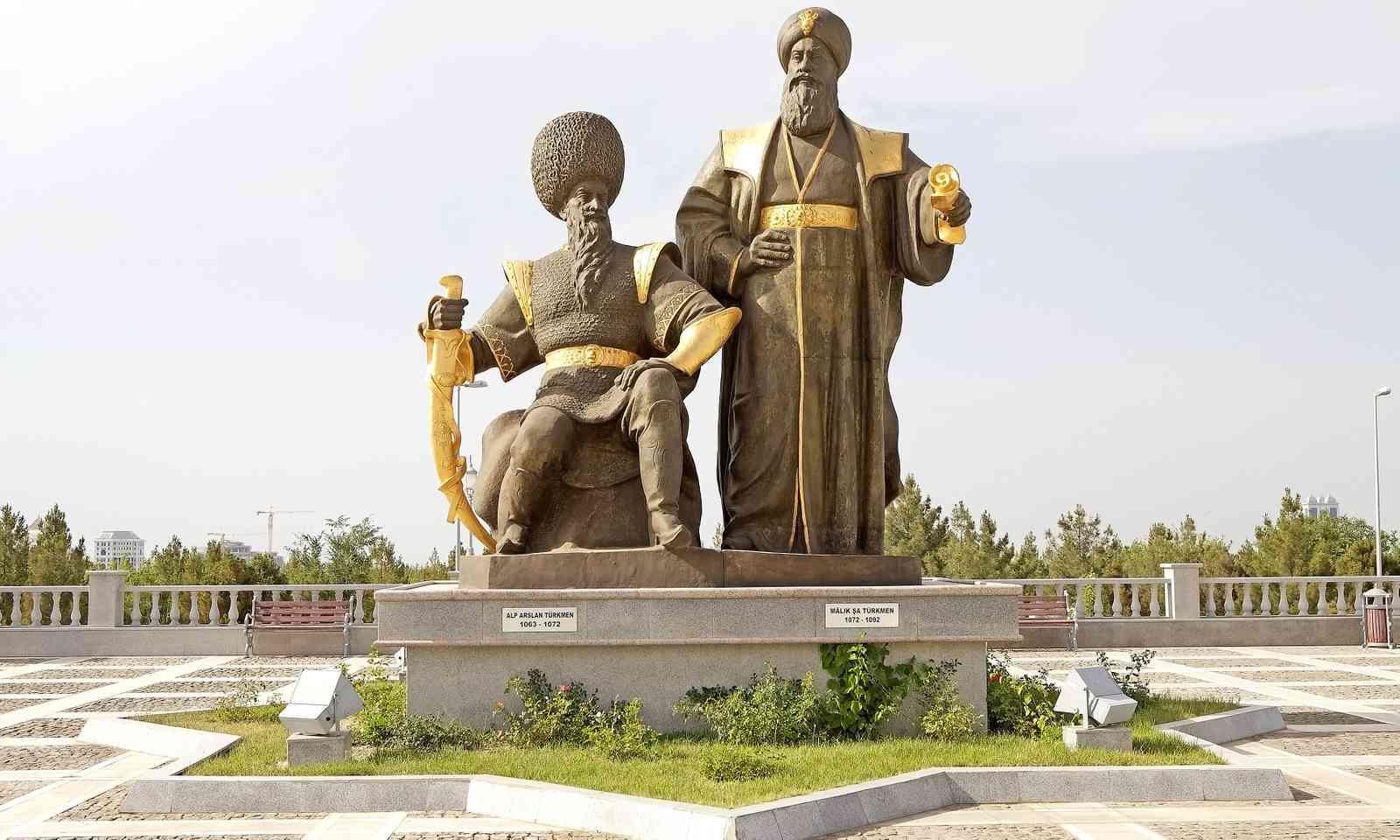 Sultan Alp Arslan and Malik Shah statues in Turkmenistan (Dreamstime)