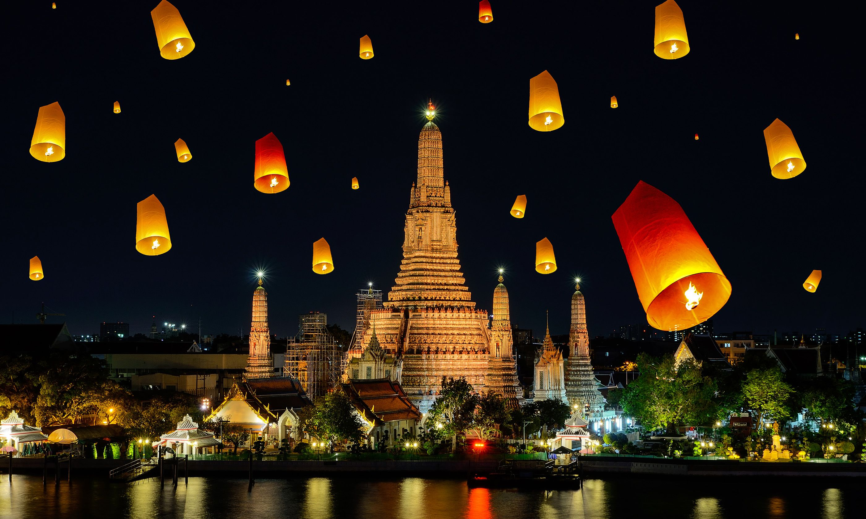 Wat Arun on Loy Krathong Day (Shutterstock.com)