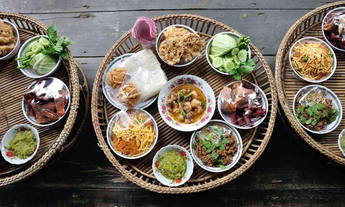 Kantoke, traditional meal set (Shutterstock.com)