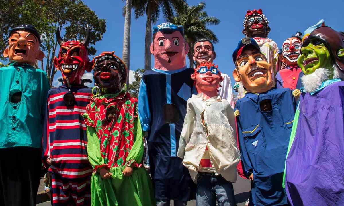 Masquerade parade in Escazú, Costa Rica (Dreamstime)
