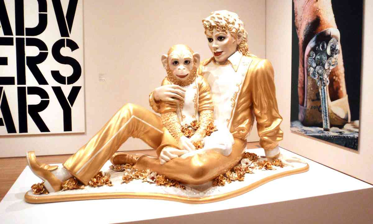Michael Jackson and Bubbles by Jeff Koons at SFMOMA (Dreamstime)