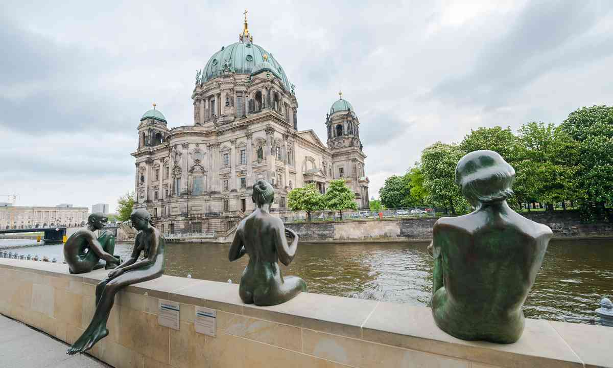 Statues opposite Berlin Cathedral (Shutterstock.com)