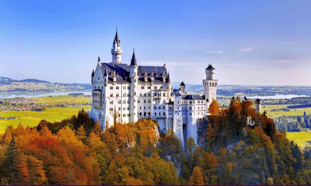 Neuschwanstein Castle (Shutterstock.com)