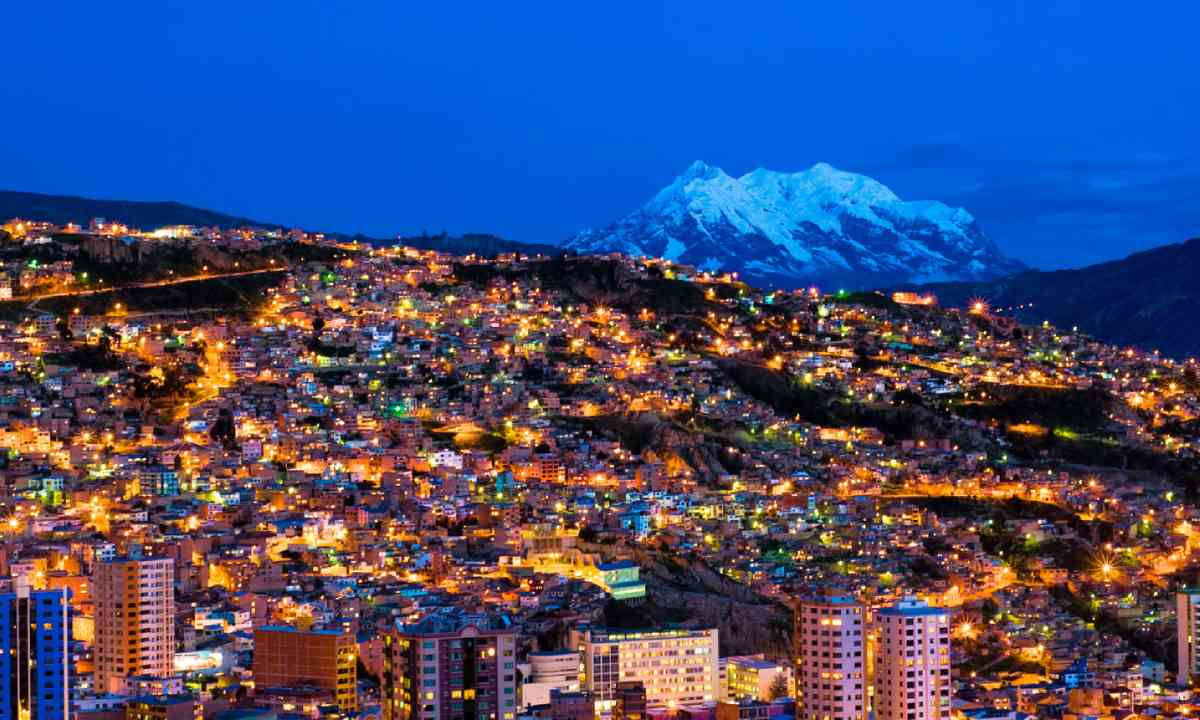 Panorama at night, La Paz (Shutterstock)