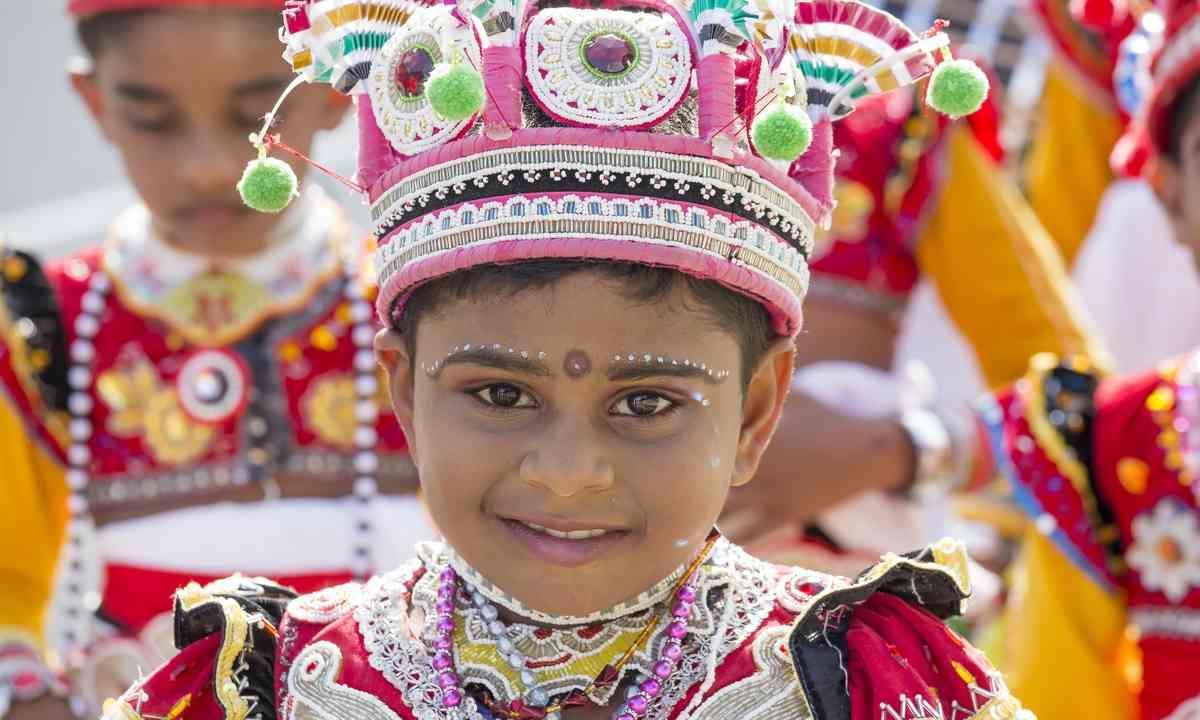 Sri Lankan children celebrating the Katina festival (Dreamstime)