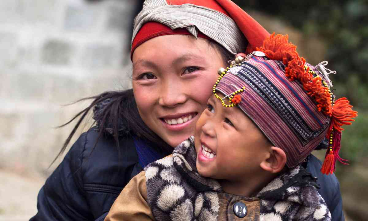 Happy Hmong people in Sapa (Dreamstime)