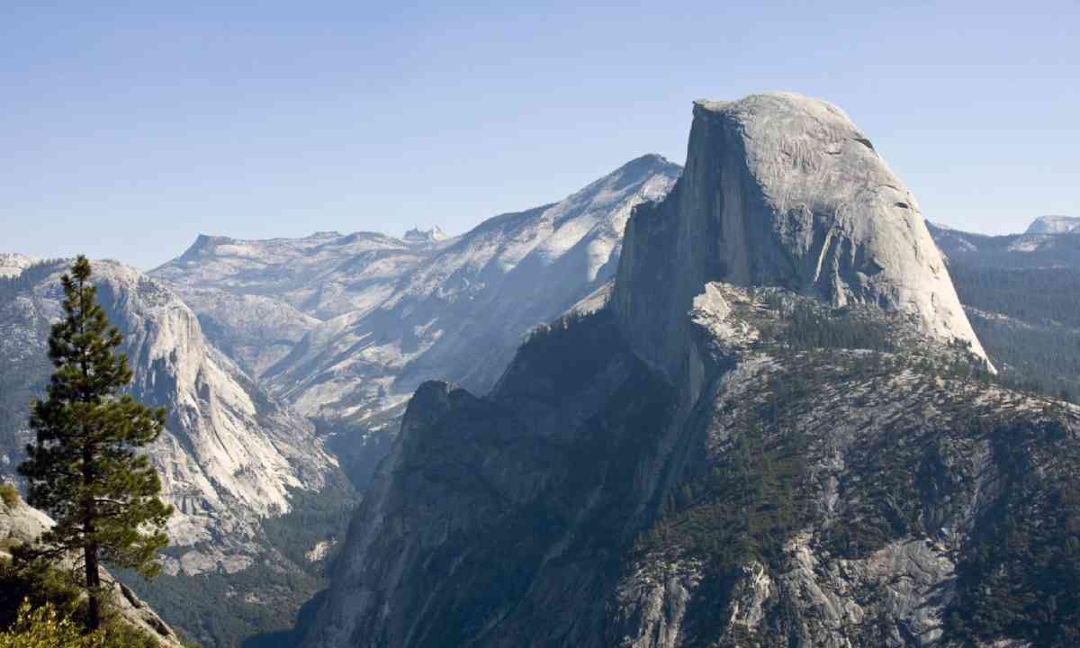Half Dome Mountain (Shutterstock)