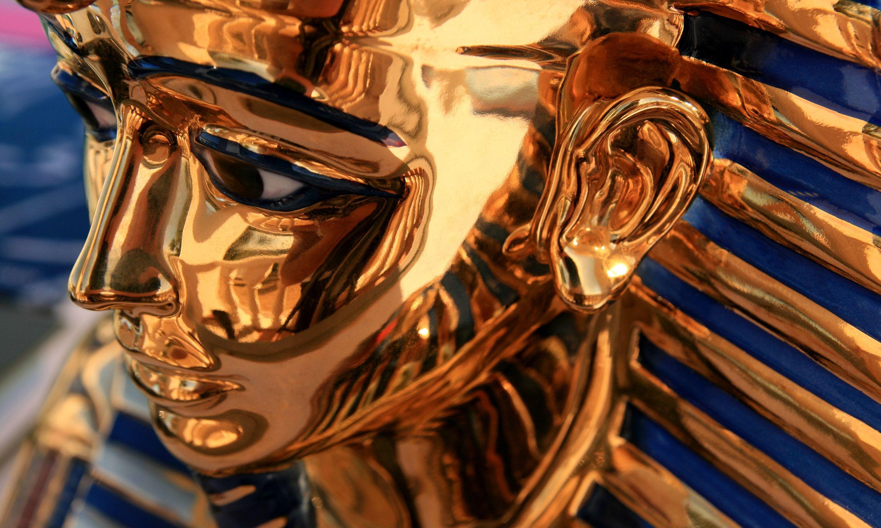 Pharaoh sculpture (Shutterstock.com)