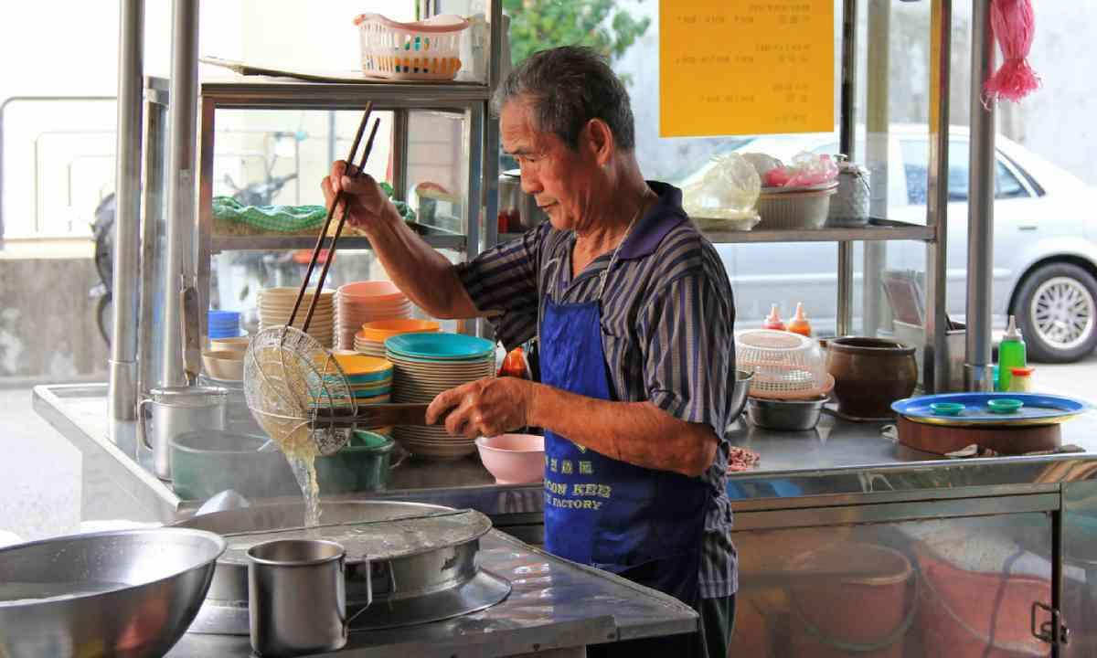 Noodle stall on Lorong Kampung Malabar street in Penang, Malaysia (Shutterstock)