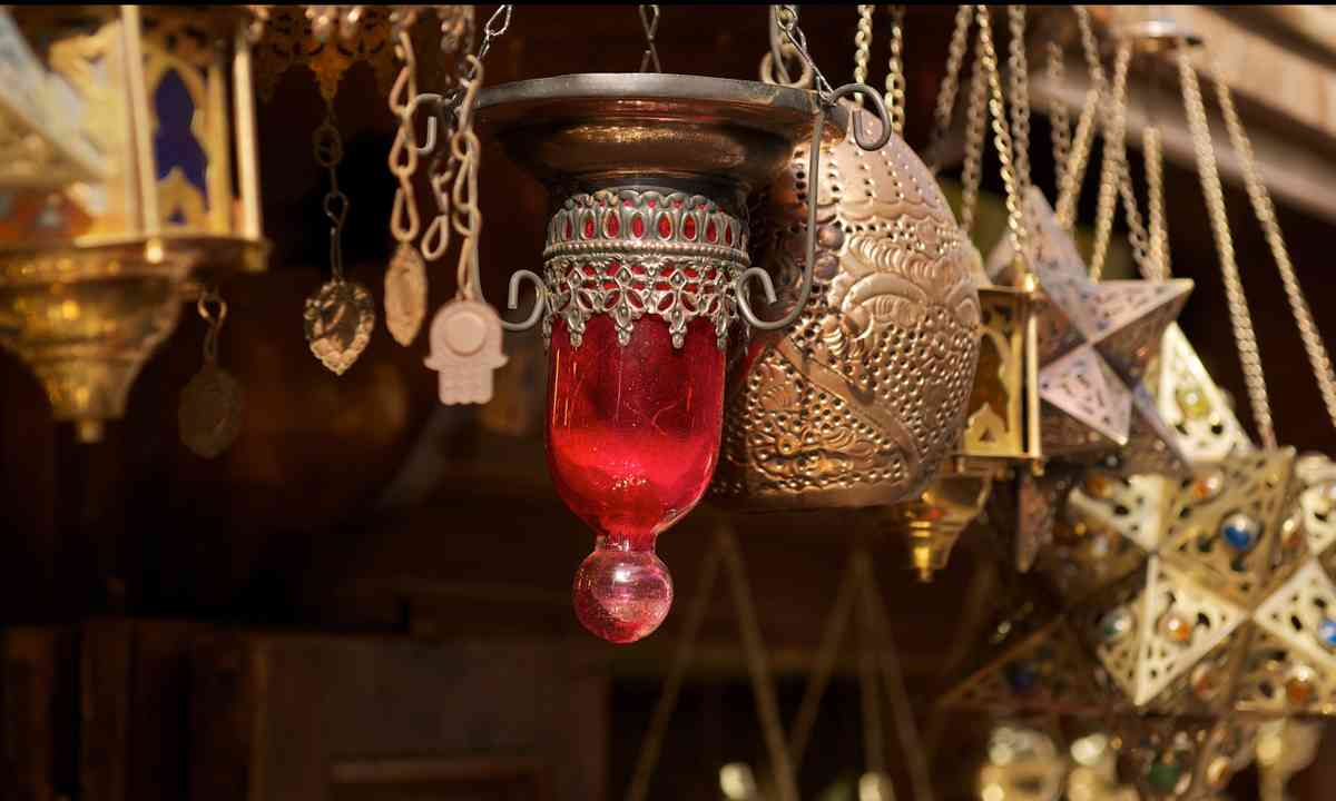 Cairo market wares (Shutterstock.com)