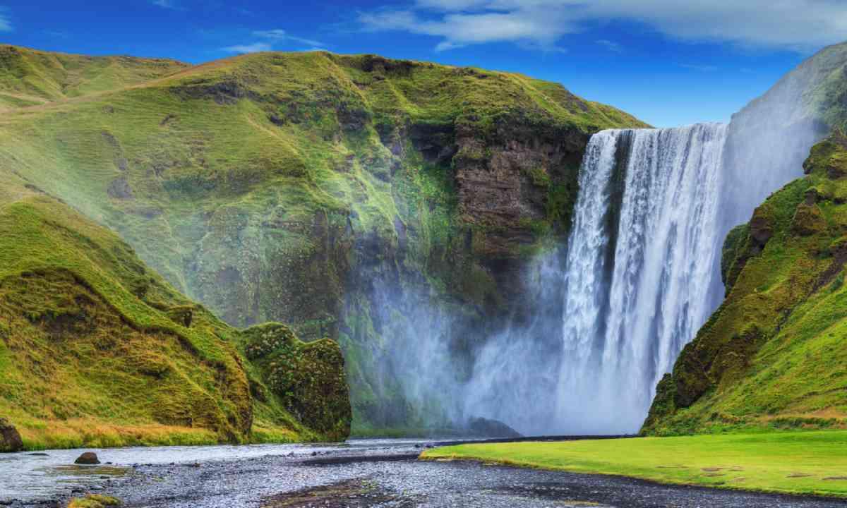 Seljalandsfoss falls, Iceland (Shutterstock)
