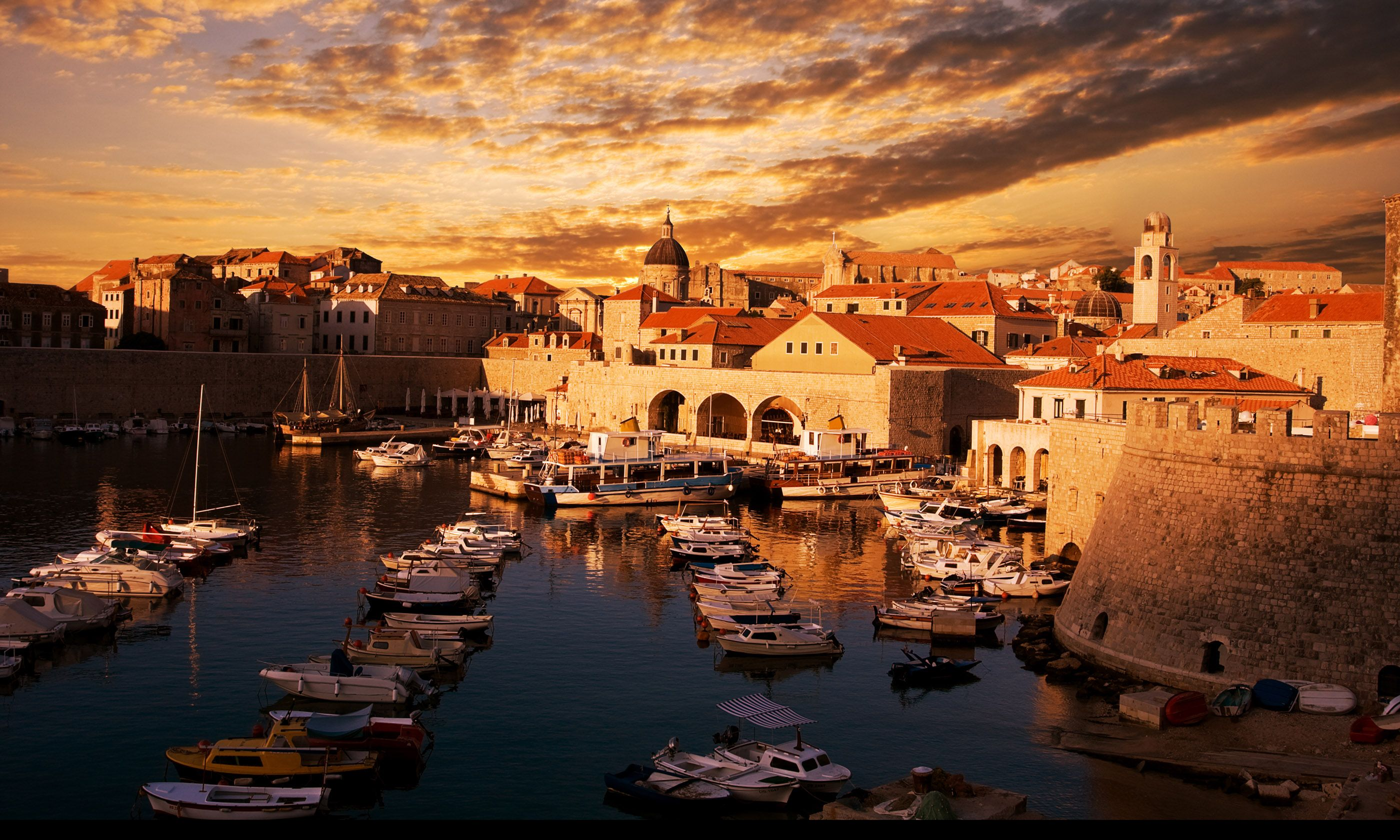 Dubrovnik at sunset (Shutterstock.com)