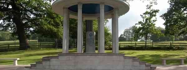The Magna Carta Memorial Runnymede (Simon Chubb)