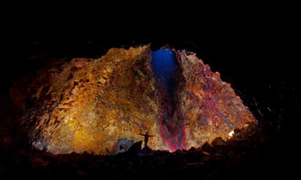 Inside Thrihnukagigur volcano (InspiredbyIceland.com)