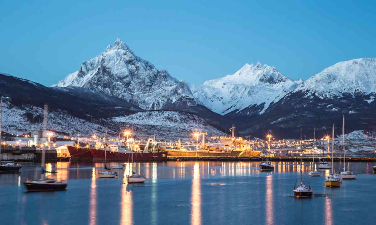 Ushuaia at night (Shutterstock)