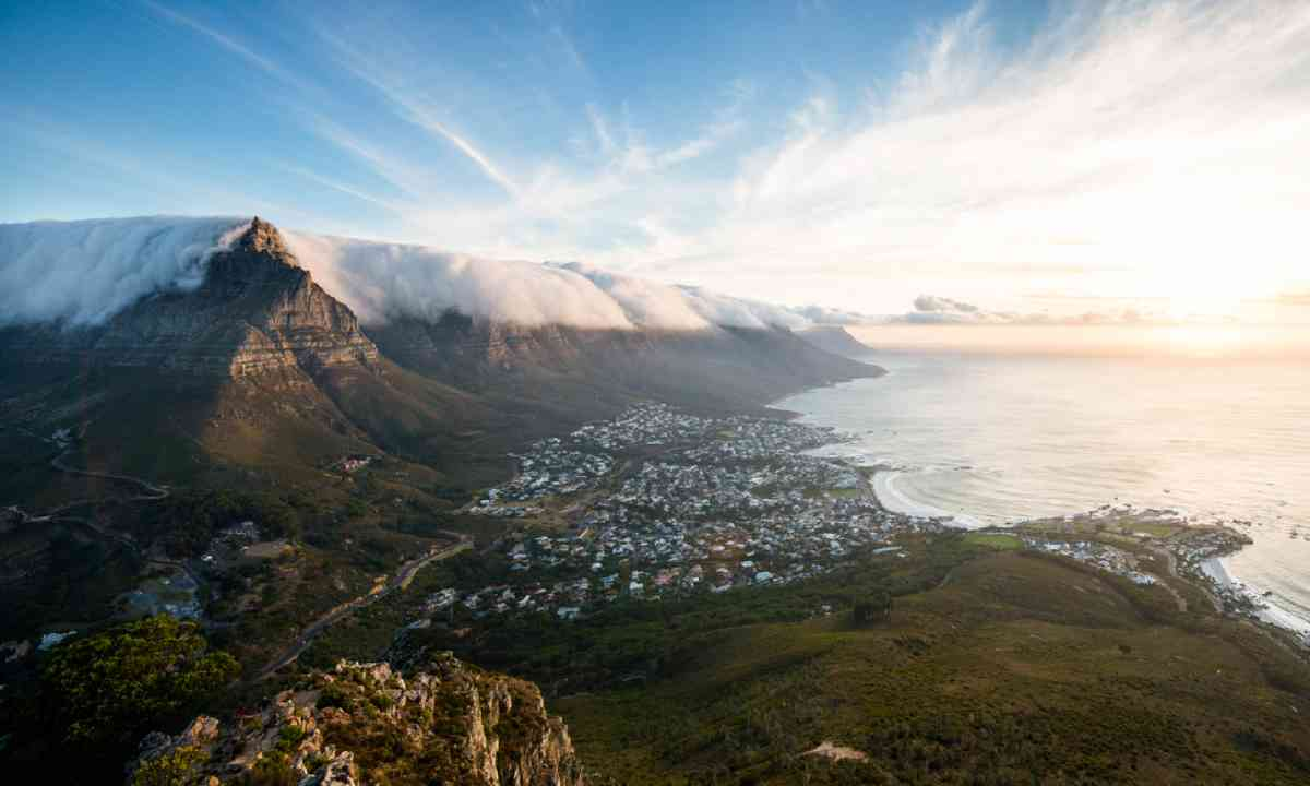Table Mountain and Camps Bay in Cape Town (Shutterstock)